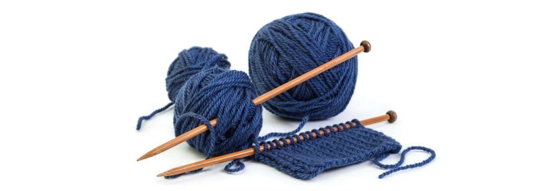 Strikkegarn og strikkepinner