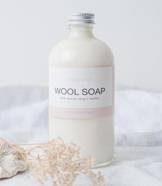 quince-co-twig-and-horn-wool-soap-3-sq_grande